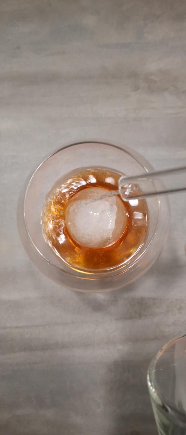 Rezept: Aperol Spritz mit Gin | 1 cl Gin vom LIMESTONE London Dry Gin Red Edition