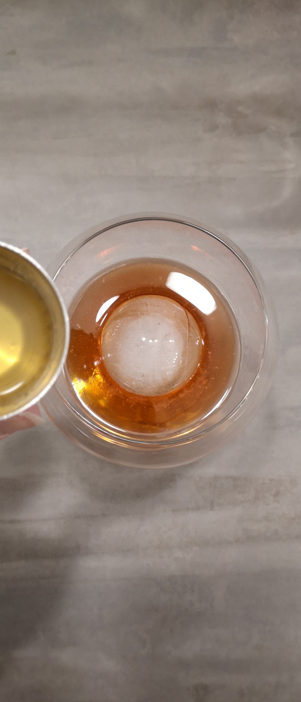 Rezept: Aperol Spritz mit Gin | 2 cl Orangen Likör von Brennlust mit 40 %vol darf nicht fehlen