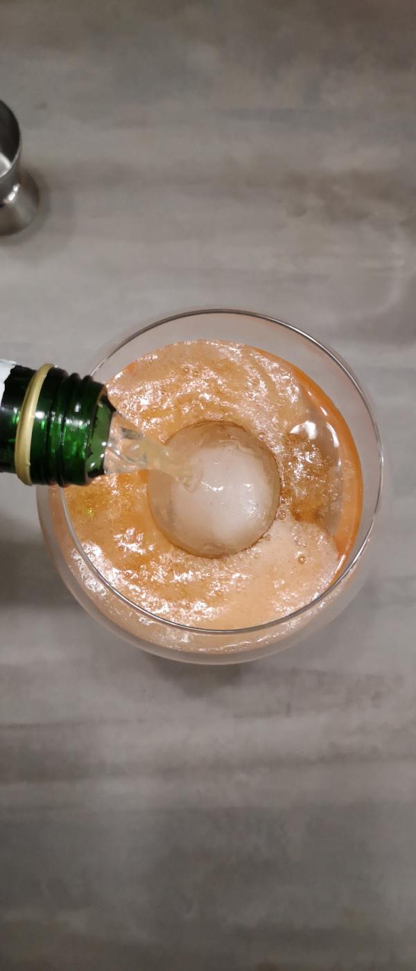Rezept: Aperol Spritz mit Gin | Zum Schluss: 10 cl Prosecco