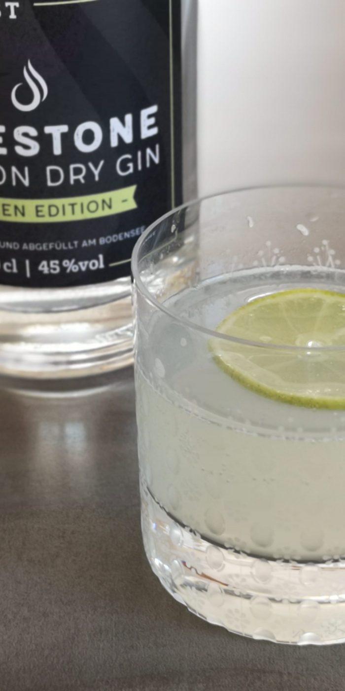 rezept gin fizz mit limettensaft brennlust blog. Black Bedroom Furniture Sets. Home Design Ideas