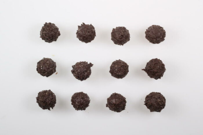 12 Stück Brennlust Trüffel mit Destillaten: Zartbitter Schokolade gefüllt mit Orangen Likör